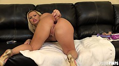 Curvy blonde broad with a thick ass performs a solo anal show
